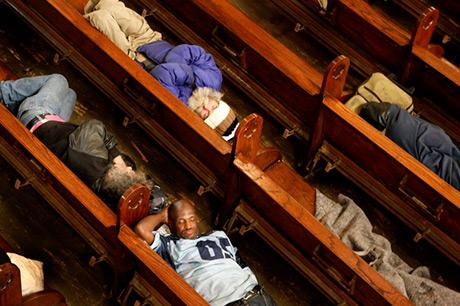 Go Bach to Sleep är ett annorlunda koncertkoncept där besökaren vänder sig inåt för att upptäcka sina egna behov. Den som är frusen kan vira in sig i en filt. Foto: Gubbio's photostory