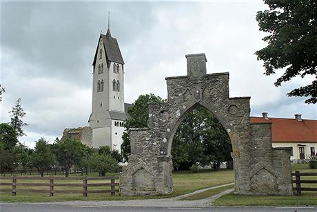 Gothems kyrka på Gotland är från tidig medeltid. Koret med absid och sakristia byggdes redan vid 1100-talets slut och 1200-talets början. Foto: Jürgen Howaldt