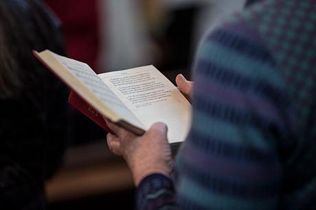 Bildtext: Psalmboken saknar många psalmer som är relevanta för det samhälle vi lever i idag. Foto: Joakim Carlström/Ikon